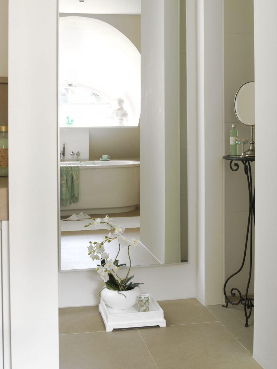 Badkamer in zeegroen - Mieke Floore Styling